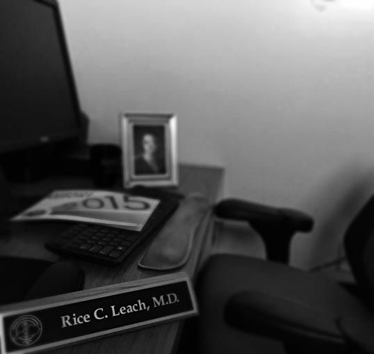 desk b&w